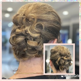 Our client @jacqbarrett looks absolutely gorgeous with this beautiful updo  . . . #d2e #d2ehairboutique #bia #hairgoals #hair #hairporn #instahair #haircut #ecofriendly #veganhaircare #sustainable #highlights #warmblonde #updo #consciousbeauty #covidhair #wedding  #weddinghair #ido #bridesmaids #beauty #beautyful #artist #hairmaster #hairstyles #hairartist