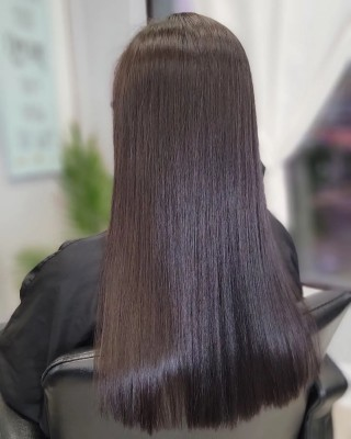"""Can you say """"SHINE!!! """" the amount of shine and smoothness is amazing..... and how soft your hair will feel with our @keratherapy keratin services is absolutely incredible.  Call us to book your appointment asap!!! . . . #hairoftheday #hairartist #hairporn #hairsalon #happy #hairmagic #soft #smooth #keratin #keratintreatment #d2e #d2ehairboutique #bloorwestvillagebia #longhair #shine #ecofriendly #sustainable #veganhaircare #torontosalon #toronto #trend #healthylifestyle #healthyhair #consciousbeauty #covidhair #love"""