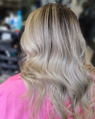 When using toners ALWAYS trust the process, done our our stylist Yelena on our gorgeous client @paugamboaoficial  . . . . #d2e #d2ehairboutique #dimensionalblonde #bloorwestvillagebia #hairoftheday #hairartist #hairporn #hairsalon #redkenshadeseq #redkenobsessed #redken #trust #veganhaircare #ecofriendly #sustainable #pink