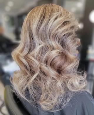 It's not just color..... it's a work of art. . . . #d2e #d2ehairboutique #bia #hairgoals #ecofriendly #veganhaircare #sustainable #consciousbeauty #balayage #highlights #hairartist #haircolor #colorbar #color #hairoftheday #hairsalon #hair #hairporn #instahair #haircut #covid #covidhair #fabhair #likeaboss #likesforlike #bloorwestvillagebia #redkenshadeseq